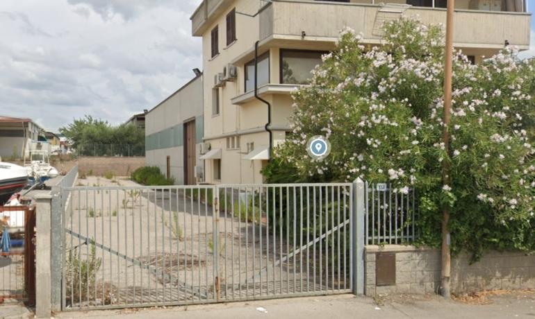 CAPANNONE DI 423 MQ E UFFICIO DIREZIONALE CON CORTE ESCLUSIVA, FOLLONICA